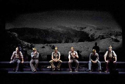 Teatro: In memoriam. La quinta del biberón en el Teatro Central de Sevilla