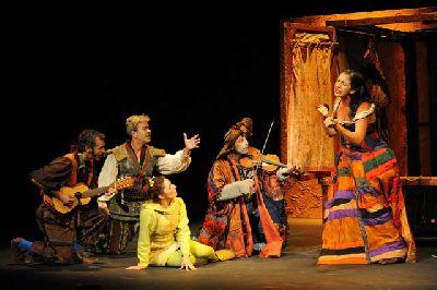 Teatro: Julia. Un viaje teatrástico en el Teatro Alameda de Sevilla