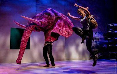 Teatro: La calma mágica en el Teatro Central de Sevilla