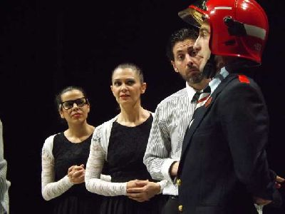 Teatro: La cantante calva en La Fundición Sevilla