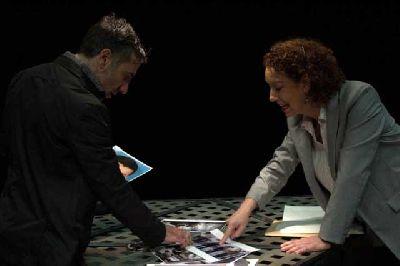 Foto de Mercedes Bernal y David Montero en la obra de teatro La confesión