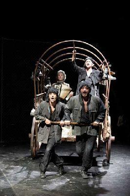 Teatro: Madre Coraje en el Centro TNT-Atalaya de Sevilla