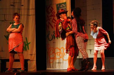 Teatro: La Niña que riega las albahacas en el Teatro Távora de Sevilla