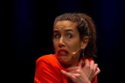 Foto promocional de la obra Me río por no llorá de Ana Marrufa