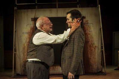 Foto promocional de la obra Rojo con Juan Echanove y Ricardo Gómez