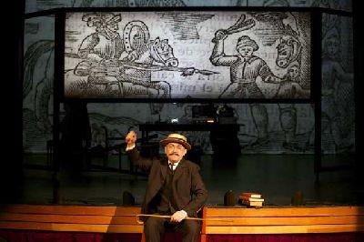 Teatro: La ruta de Don Quijote en el Teatro Lope de Vega de Sevilla