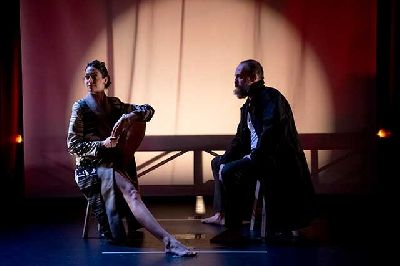Foto promocional de la obra de teatro Seda dirigida por Juan Carlos Rubio
