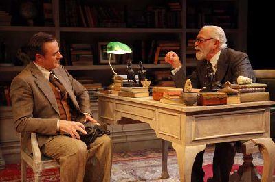 Teatro: La sesión final de Freud en el Teatro Lope de Vega de Sevilla