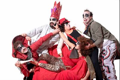 Foto promocional de la obra Ubú Le Roi de la compañía Los sueños de Fausto