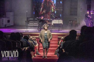 Foto de la obra Volvió una noche con Beatriz Carvajal y Carlos Santos