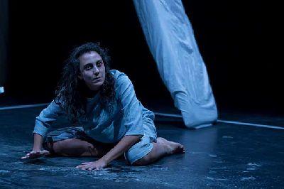 Foto promocional de la obra de teatro Yo, Ulrike, grito por Isabel Cabrera