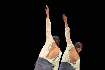 Foto promocional de Vertebración X en el Teatro de la Maestranza de Sevilla