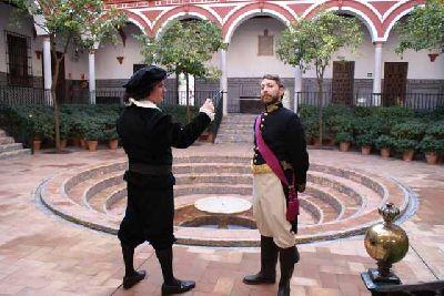 Imagen de la visita teatralizada al Hospital de los Venerables de Sevilla