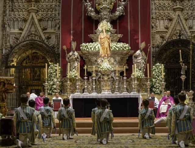 Resultado de imagen de Tradiciones en la Catedral de Sevilla